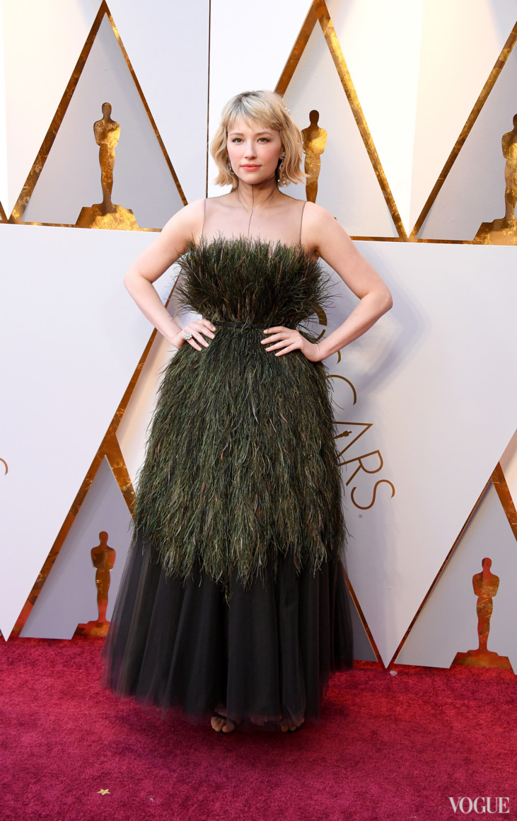 Хейлі Беннет в Christian Dior