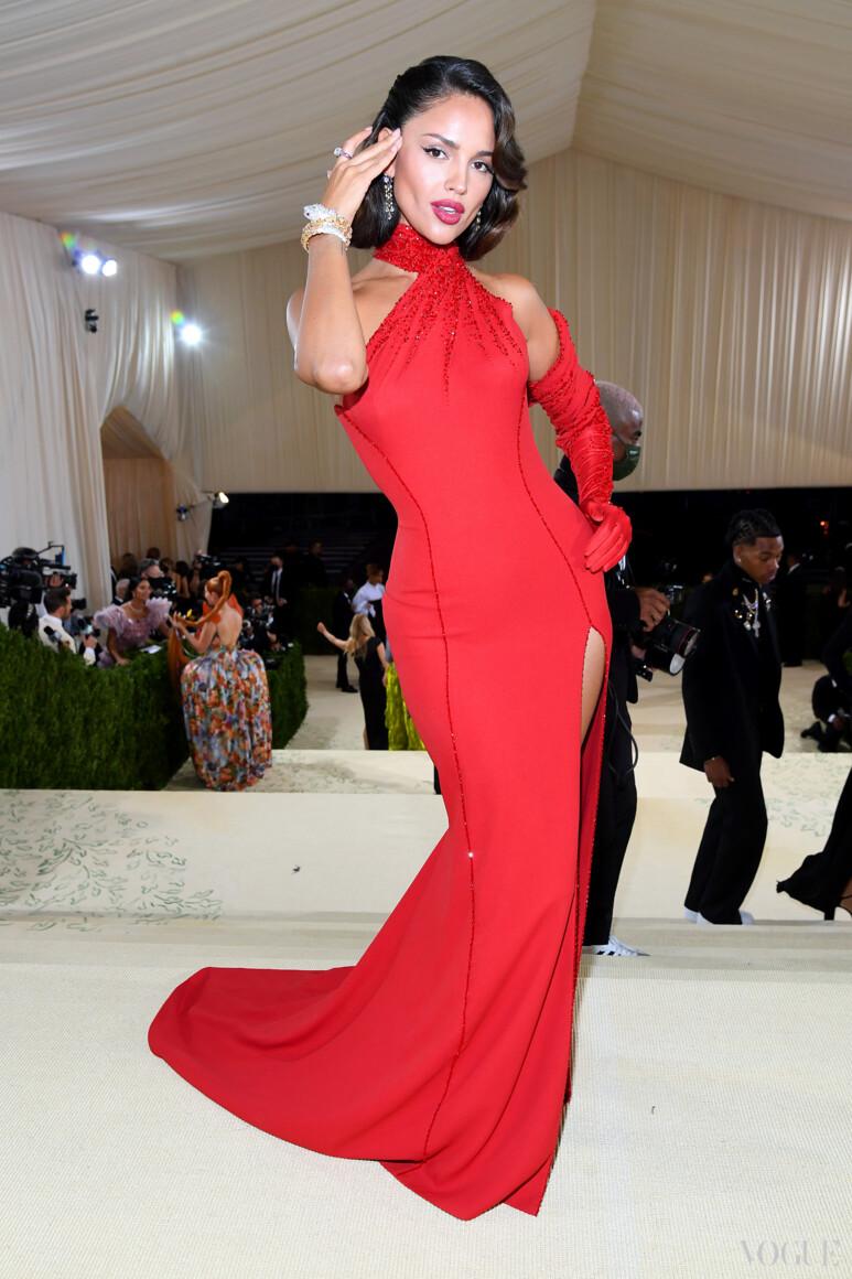 Эйза Гонсалес в Atelier Versace