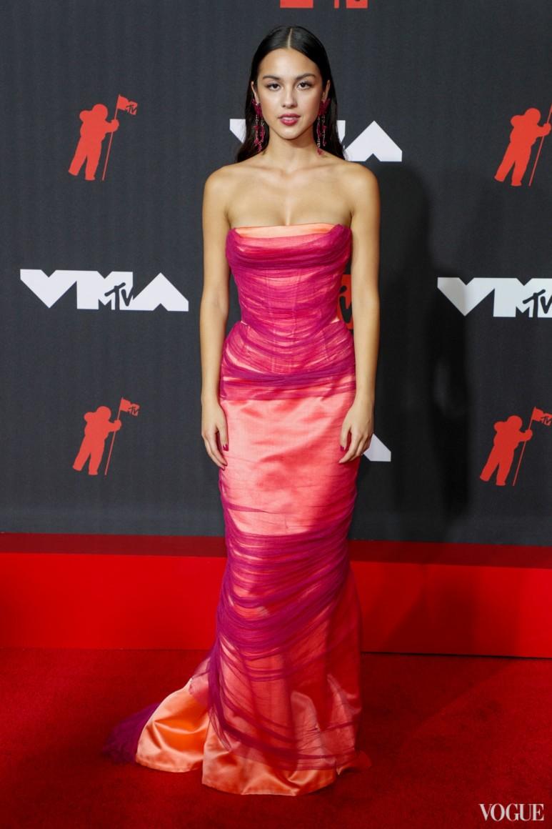 Оливия Родриго в Versace