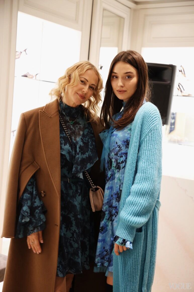 Ольга Аленова (слева)