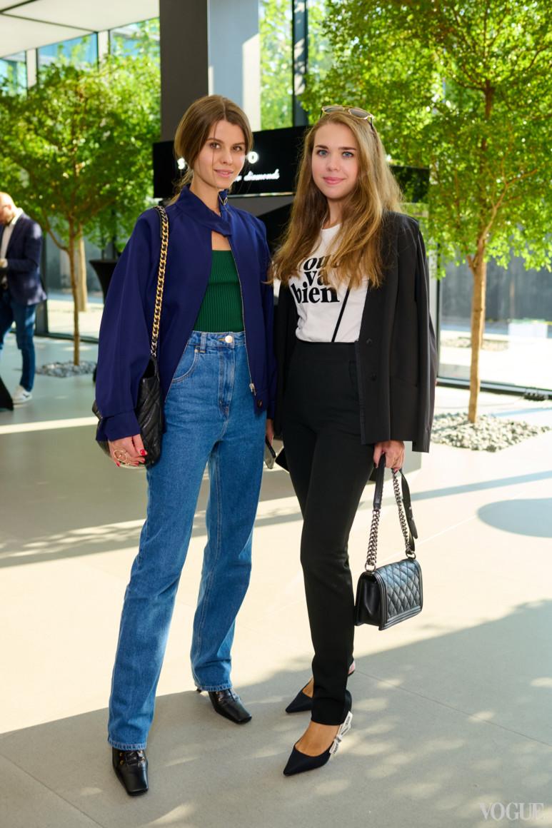 Анастасия Заря (справа)