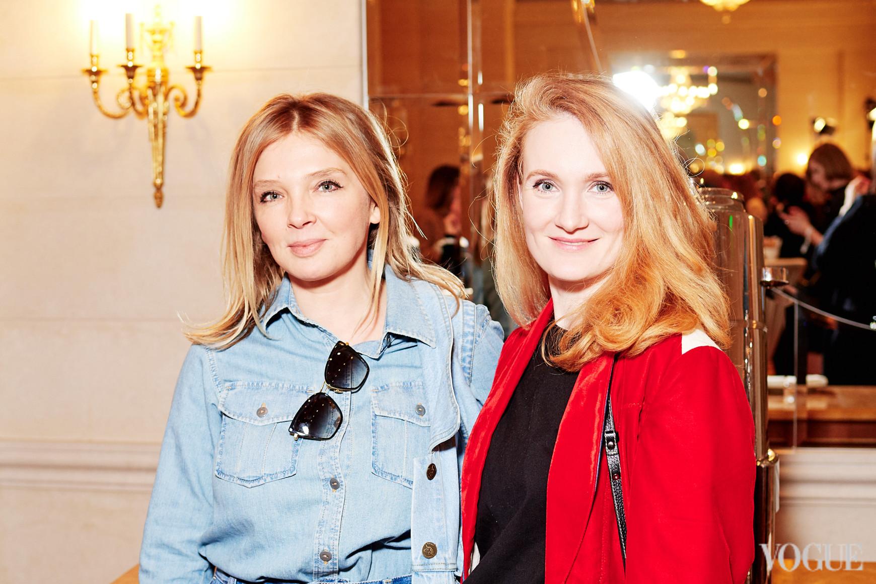 Ольга Навроцкая (слева)