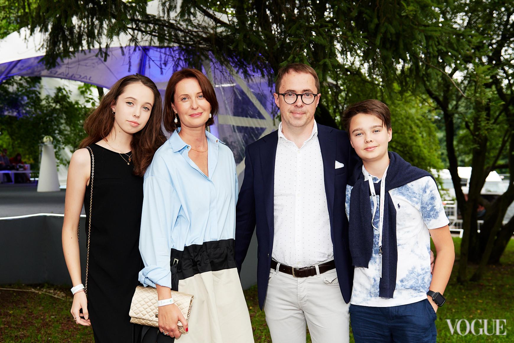 Наталія і Олександр Баринові з дітьми