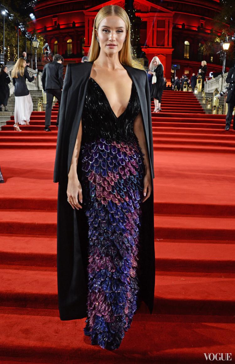 Роузі Гантінгтон-Вайтлі в Givenchy