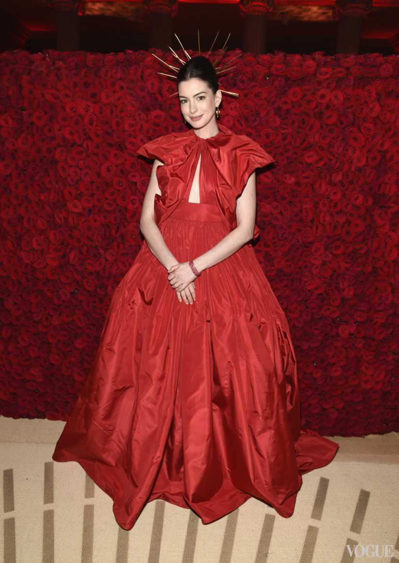 Енн Гетевей в Valentino Couture