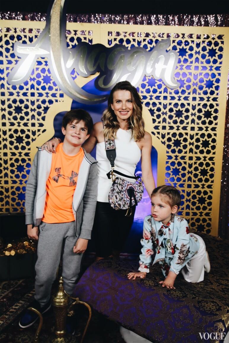 Єлизавета Юрушева з дітьми