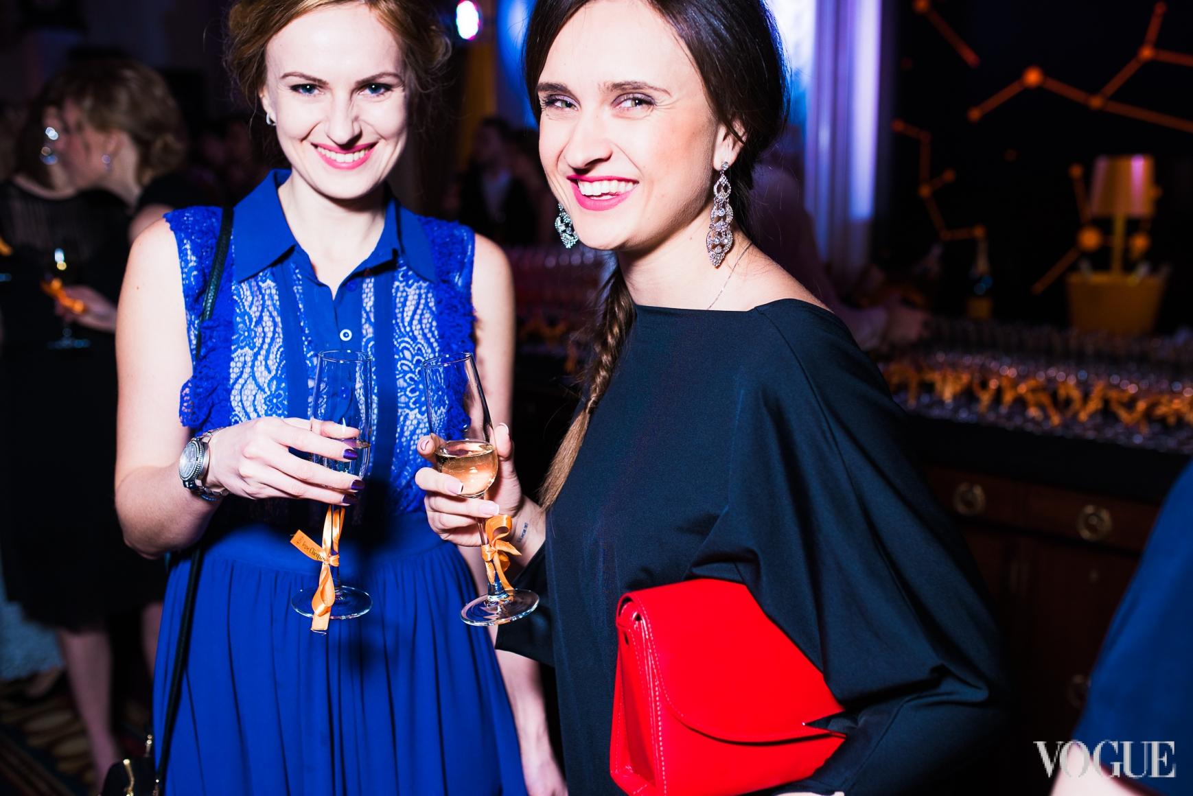Юлия Есина (справа)