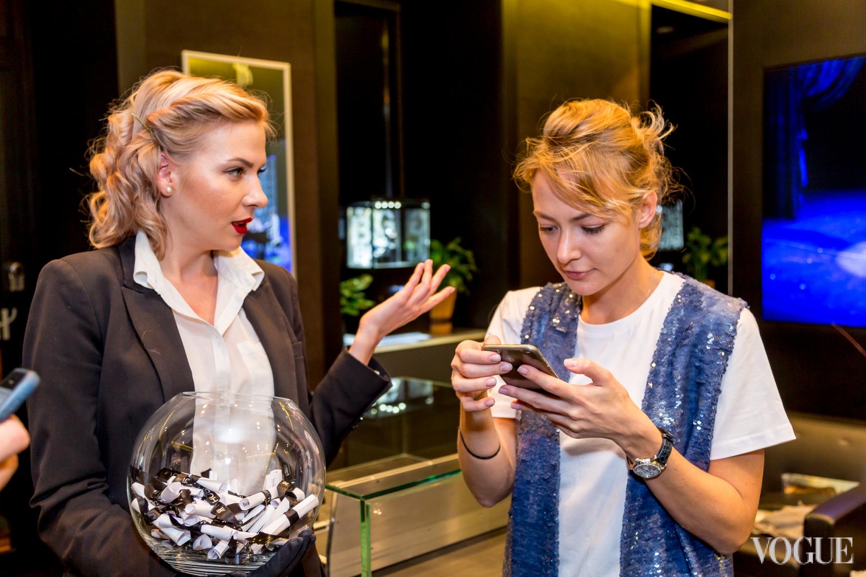 Маша Бех (справа)