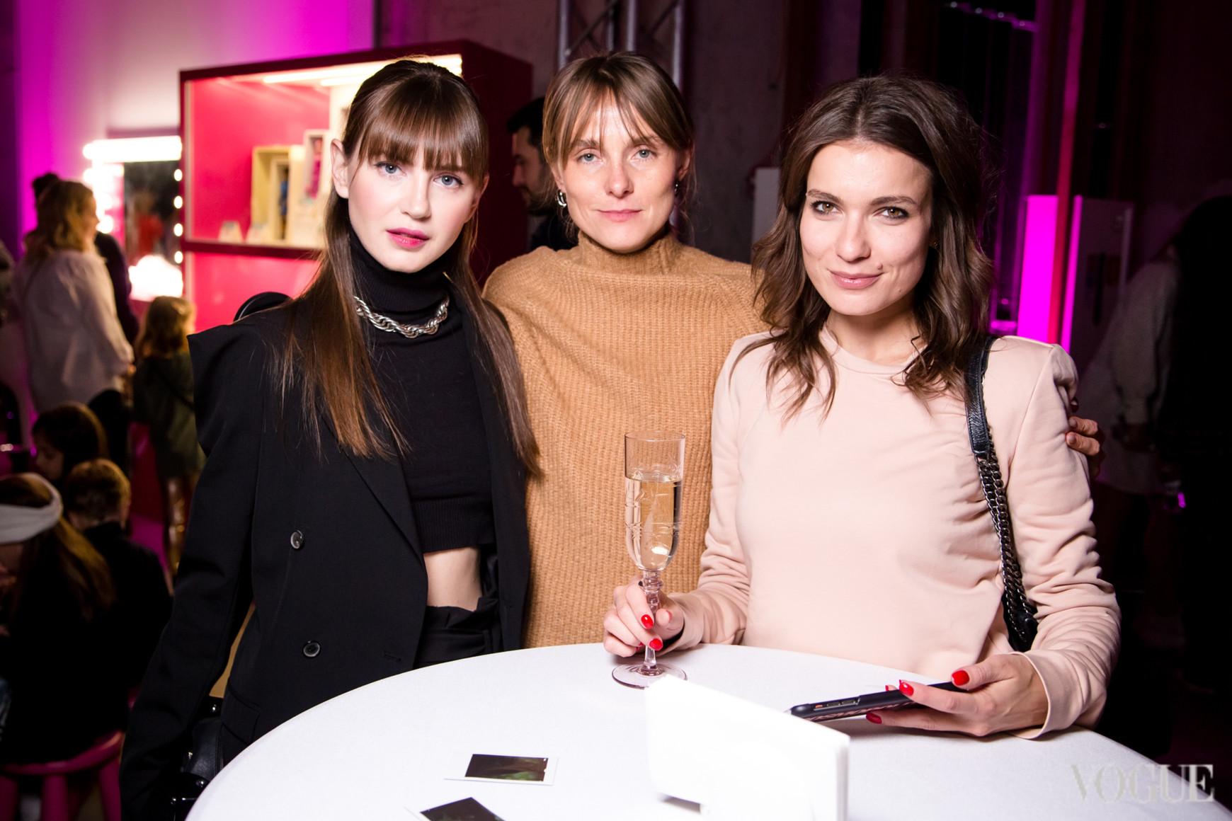 Яна Кезировская, Юлия Хромцова и Ирина Выцуп