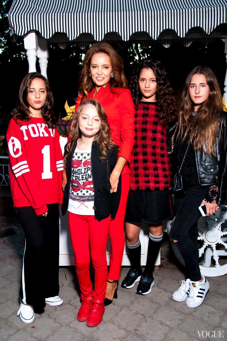 Иванна Никонова с дочерьми