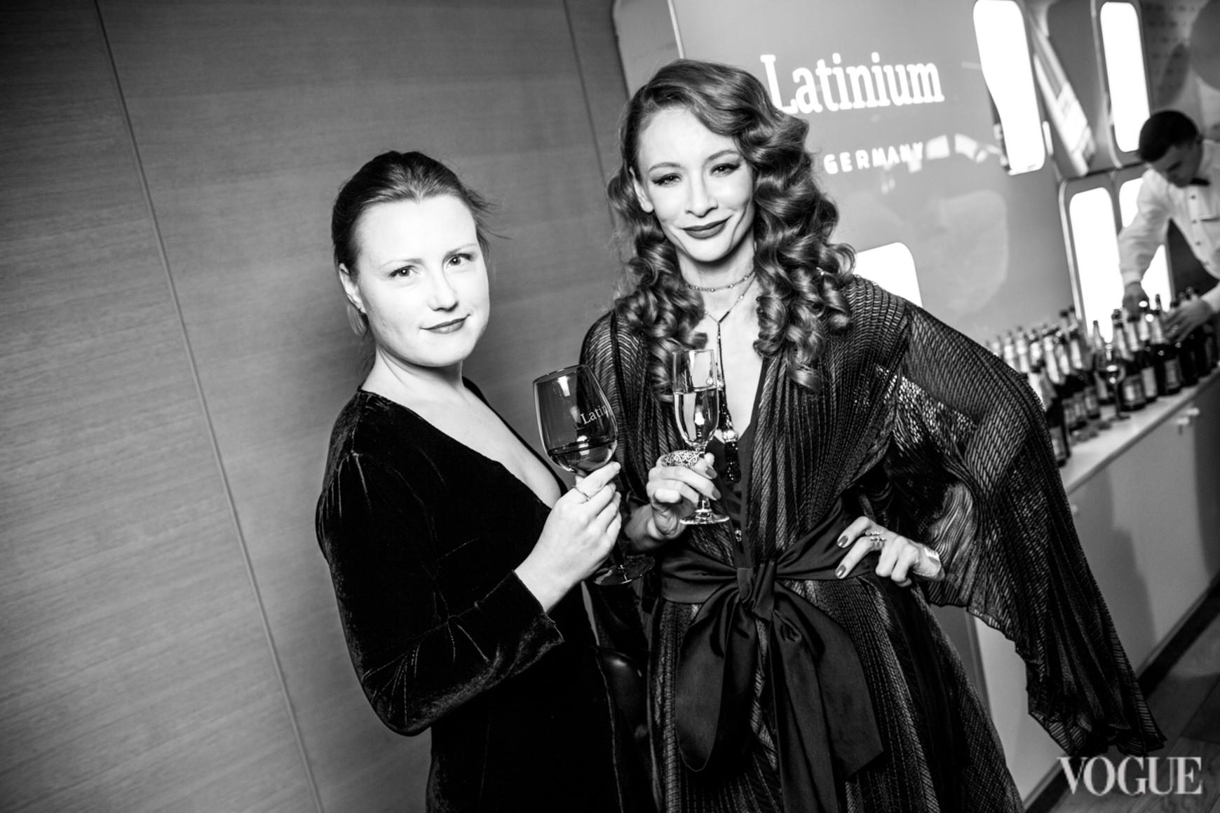 Яна Алтухова (справа)