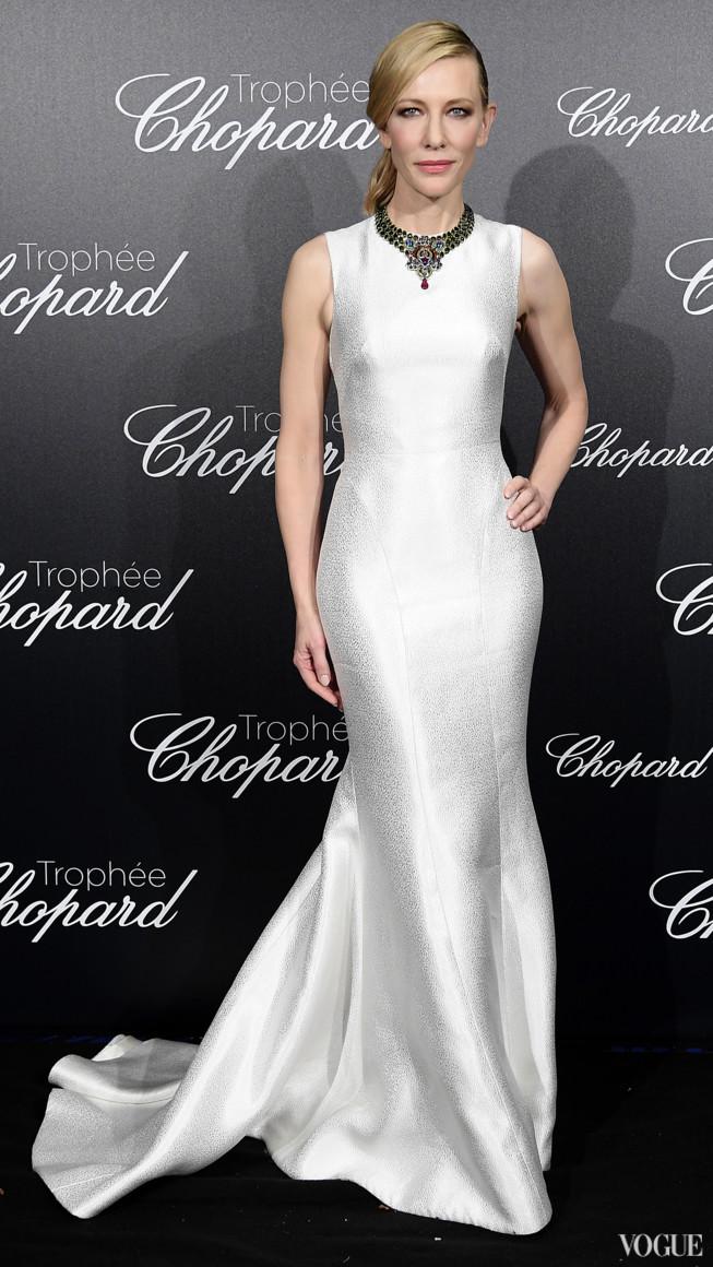Кейт Бланшетт в сукні Giorgio Armani і намисті Prada