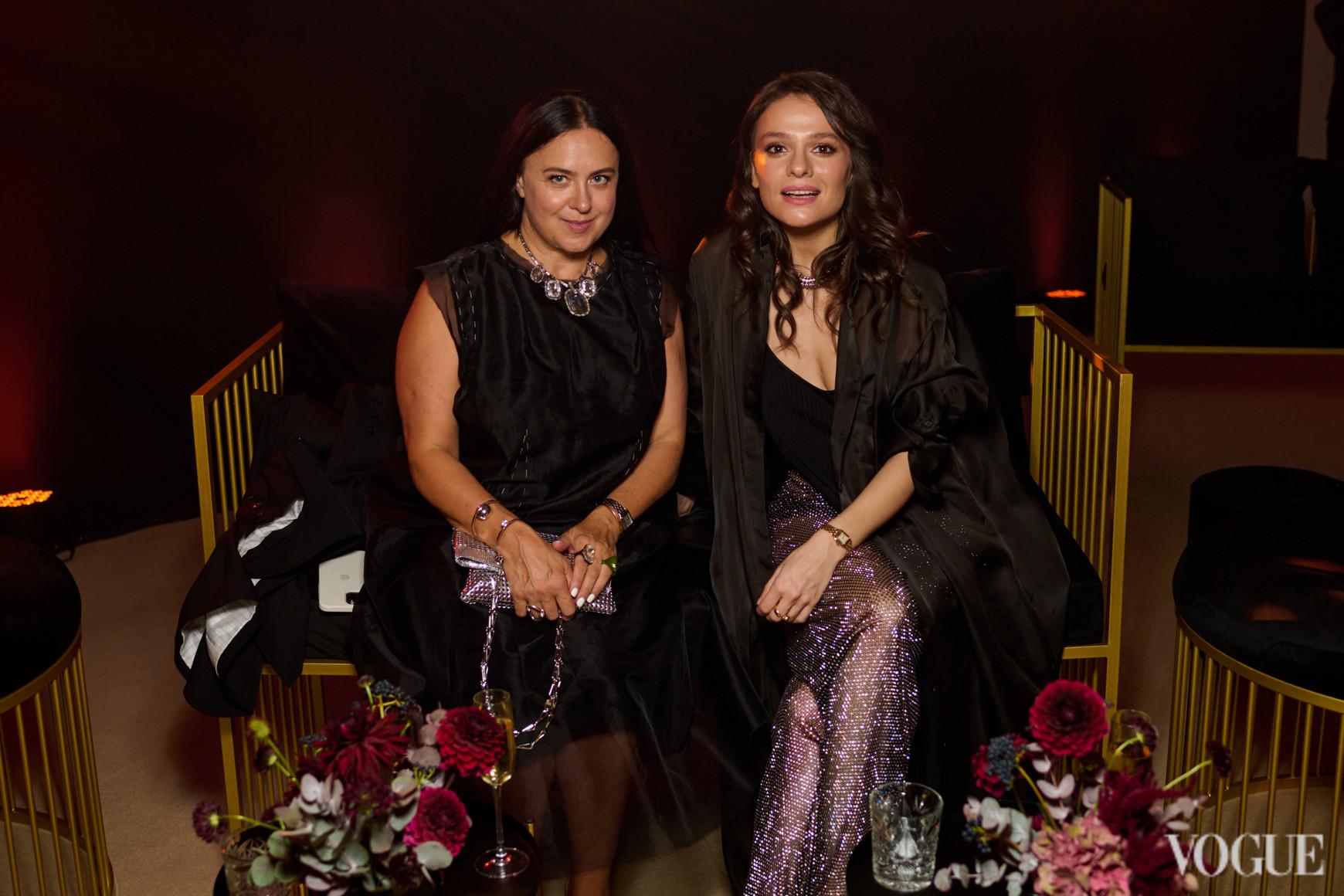 Маргарита Мурадова (справа)