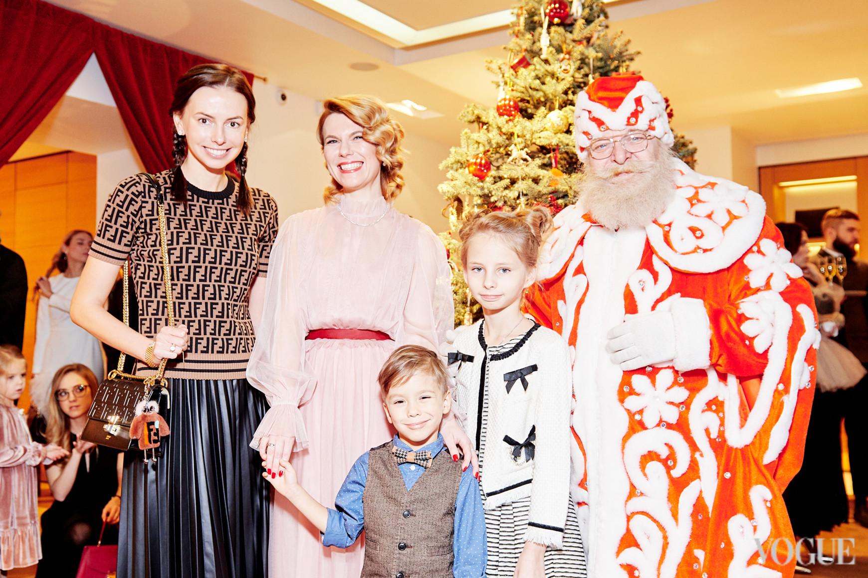 Надежда Елько с детьми и Наталья Листопад