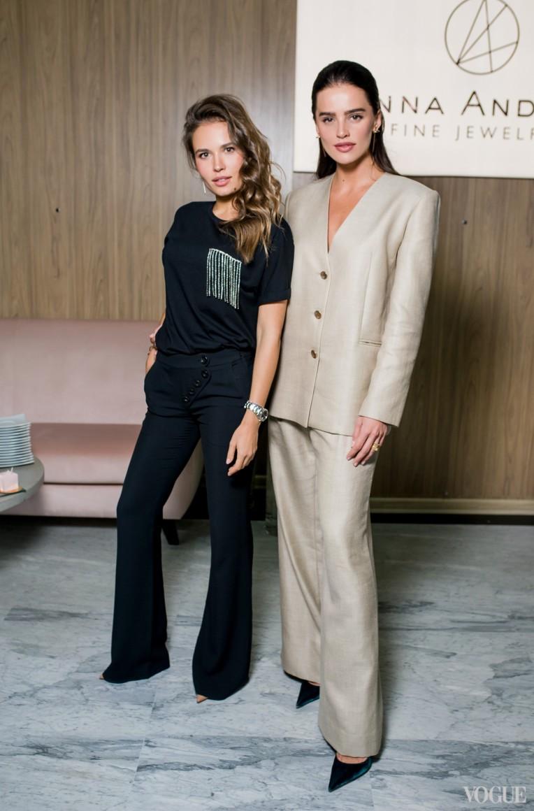 Анна Андрес (справа)