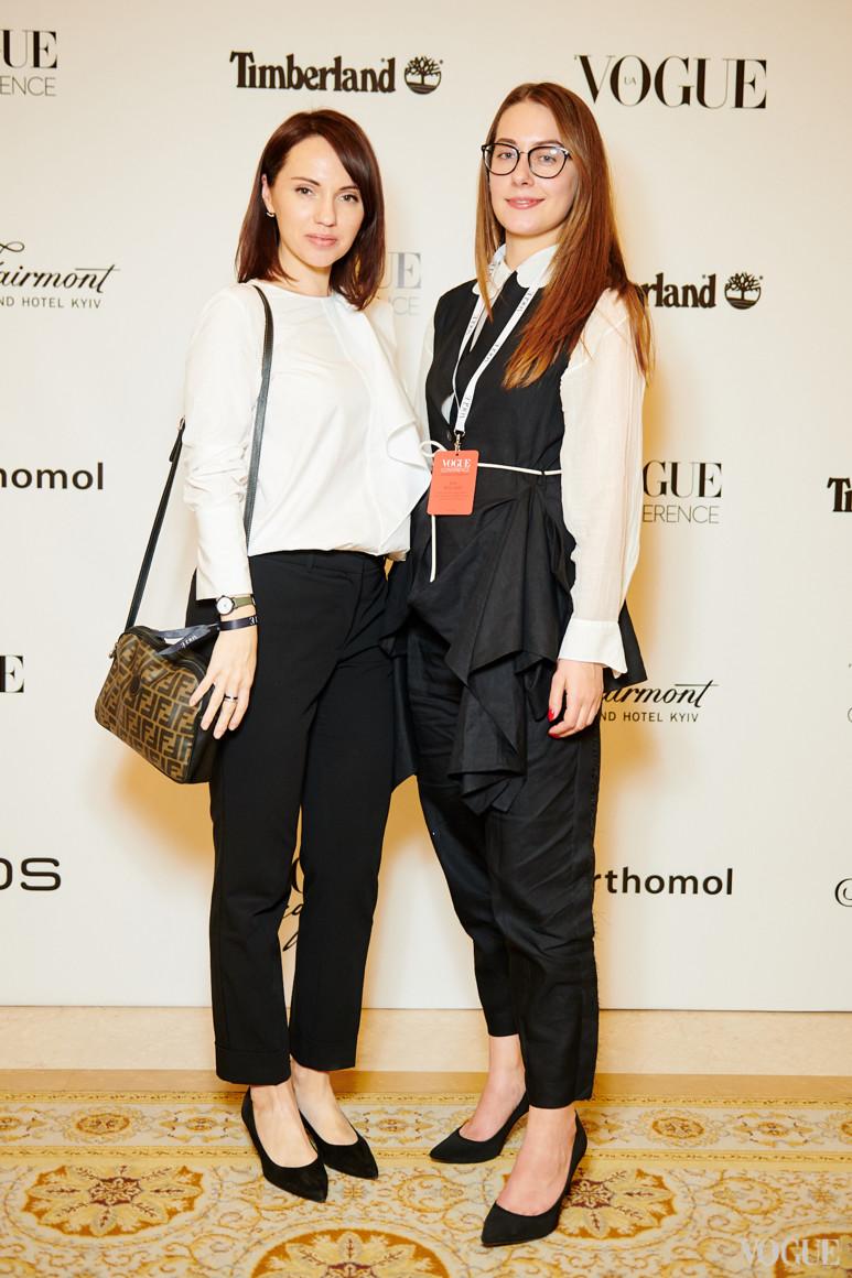 Мария Жданова (справа)