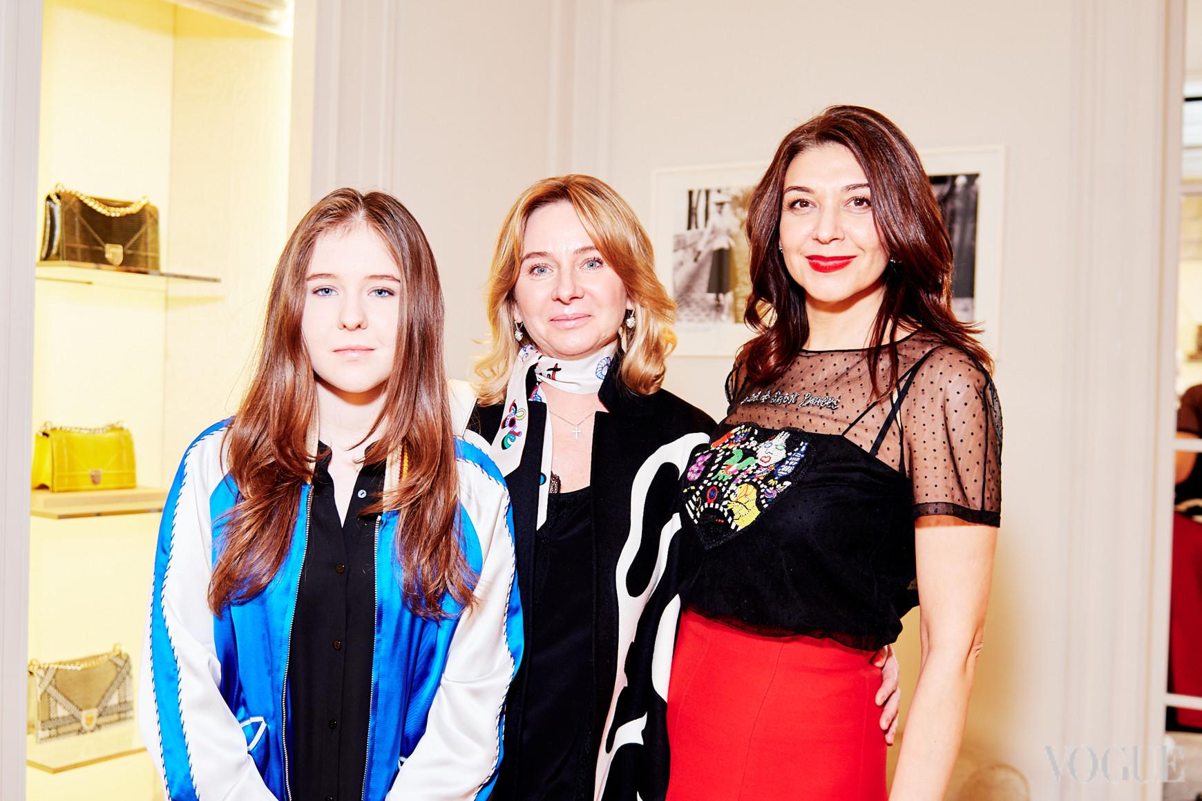 Ирина Морозова с дочерью и Ольга Дашкиева