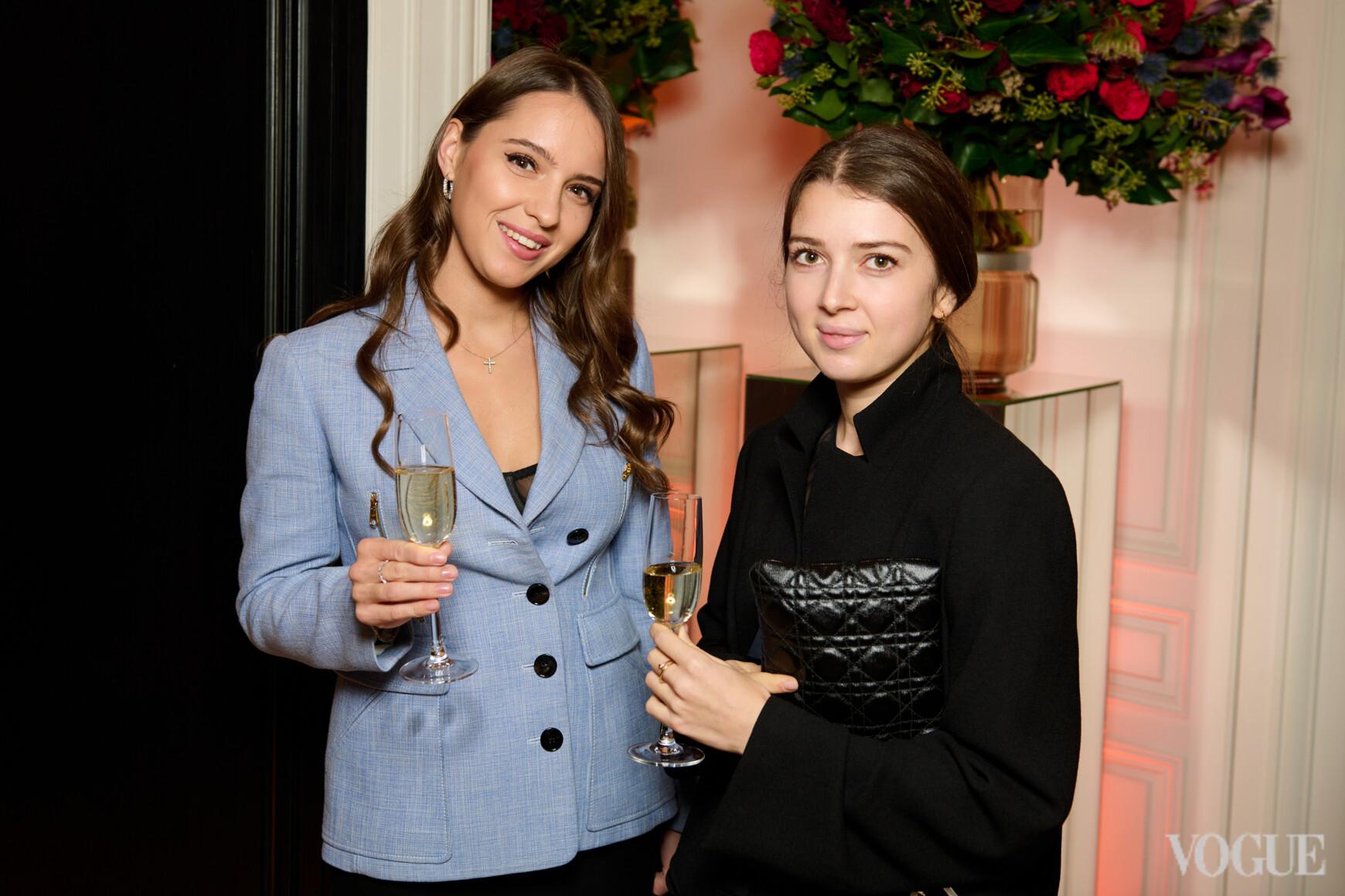 Евгения Портфилова (справа)
