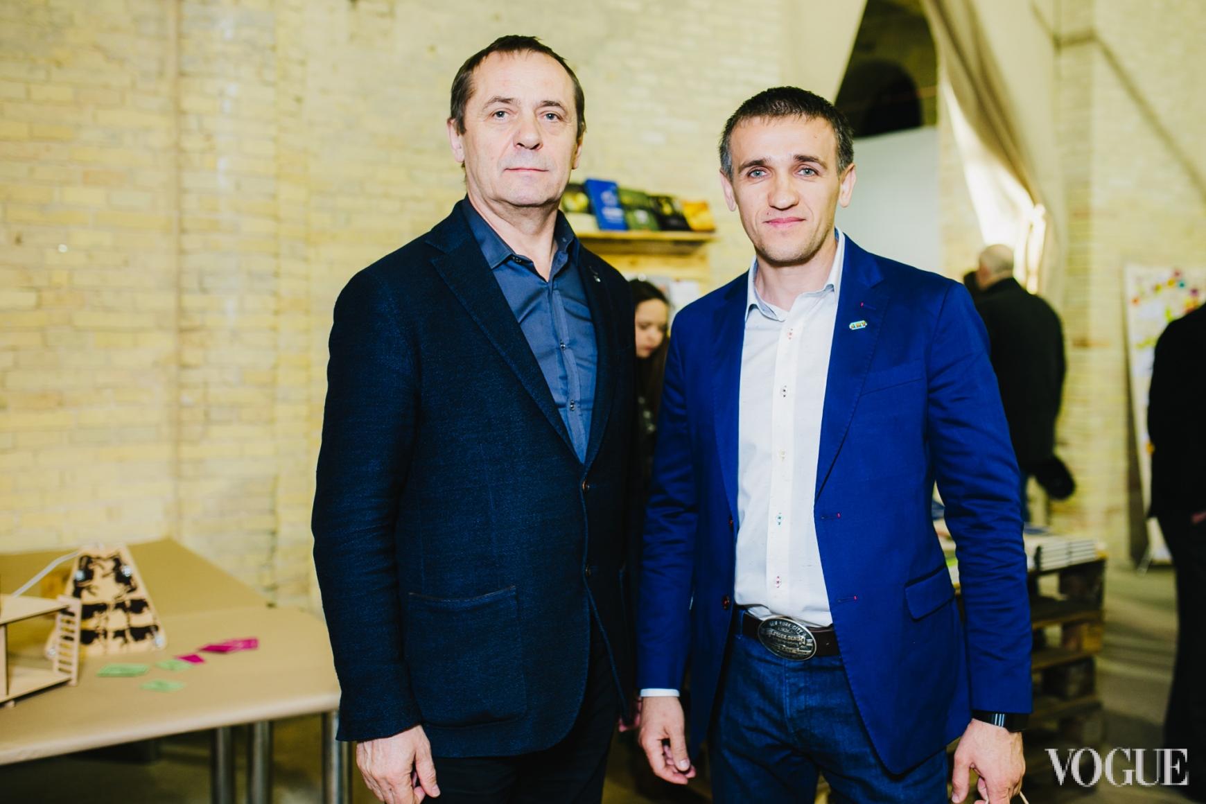 Игорь Абрамович (справа)