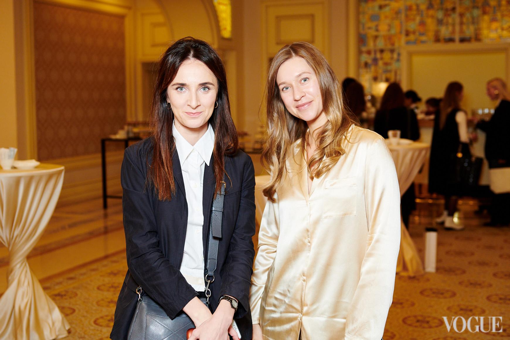 Ксения Шагова (слева)