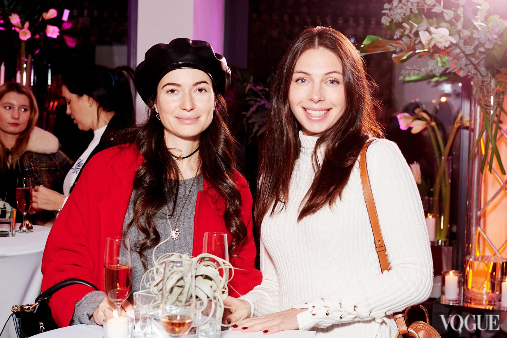 Александра Червоненко (слева)