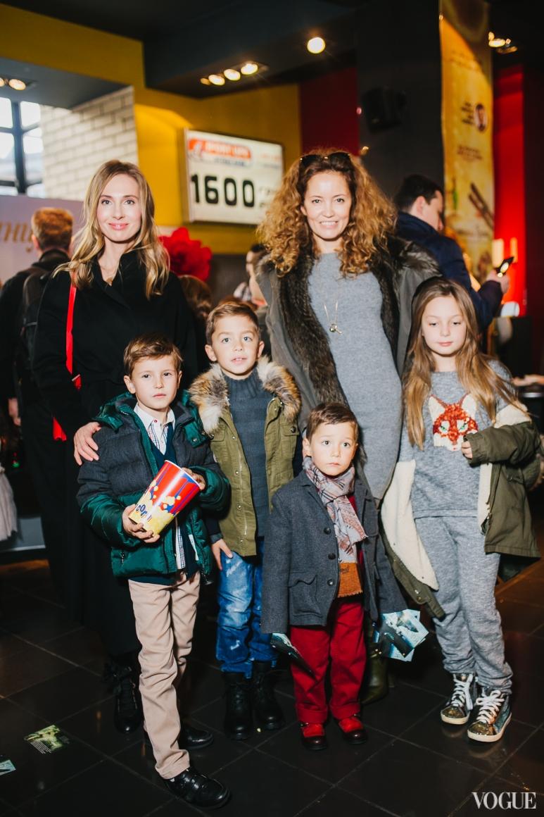 Наталья Череп и Иванна Никонова с детьми