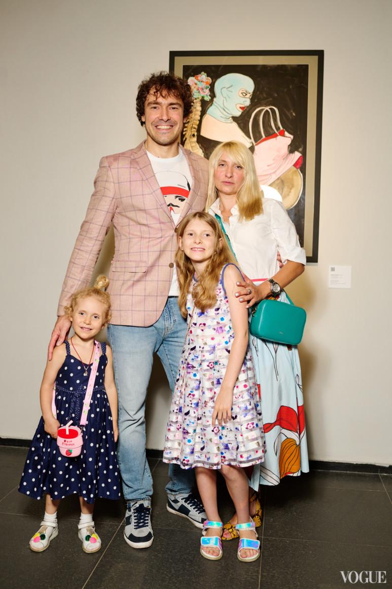 Борис Цомая с семьей