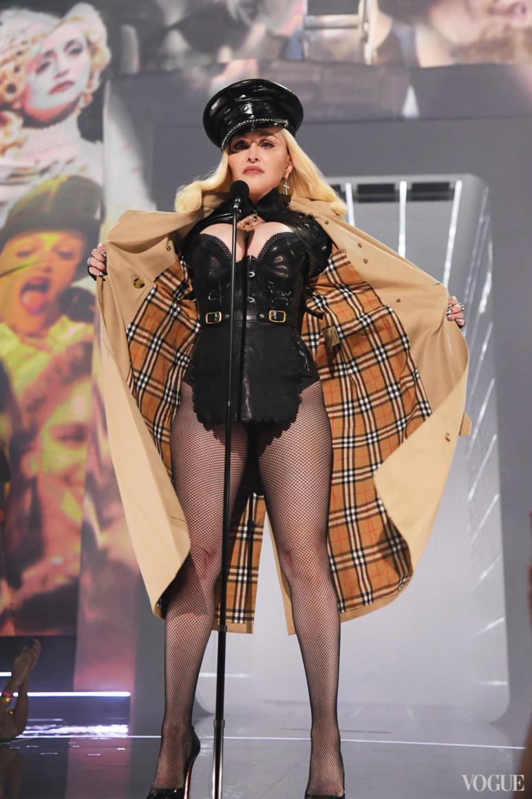 Мадонна в Burberry