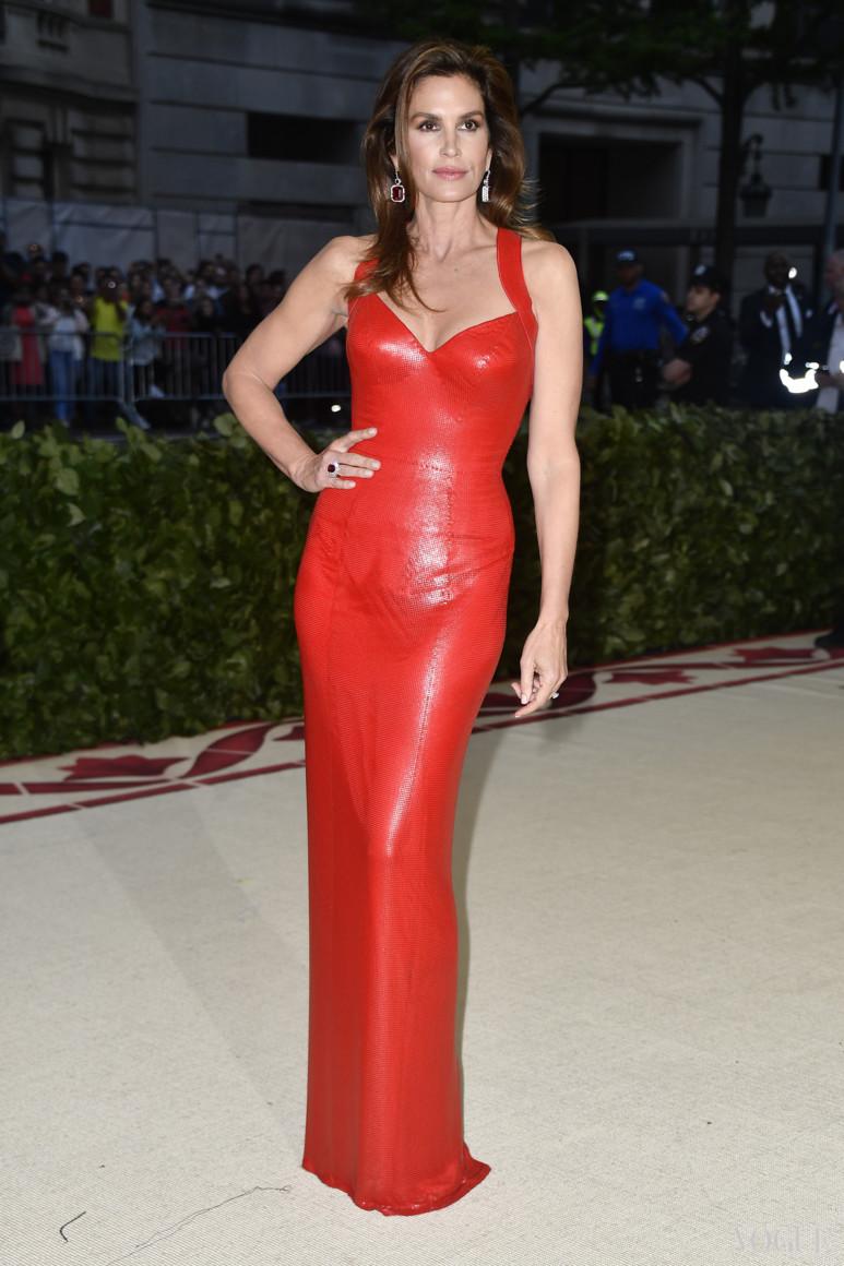Сінді Кроуфорд в Versace