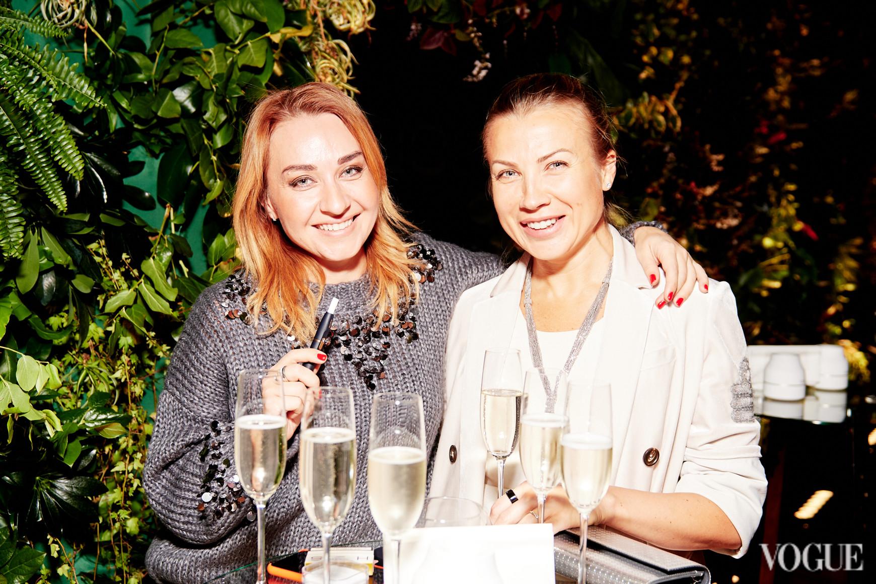Мария Орлова (слева)