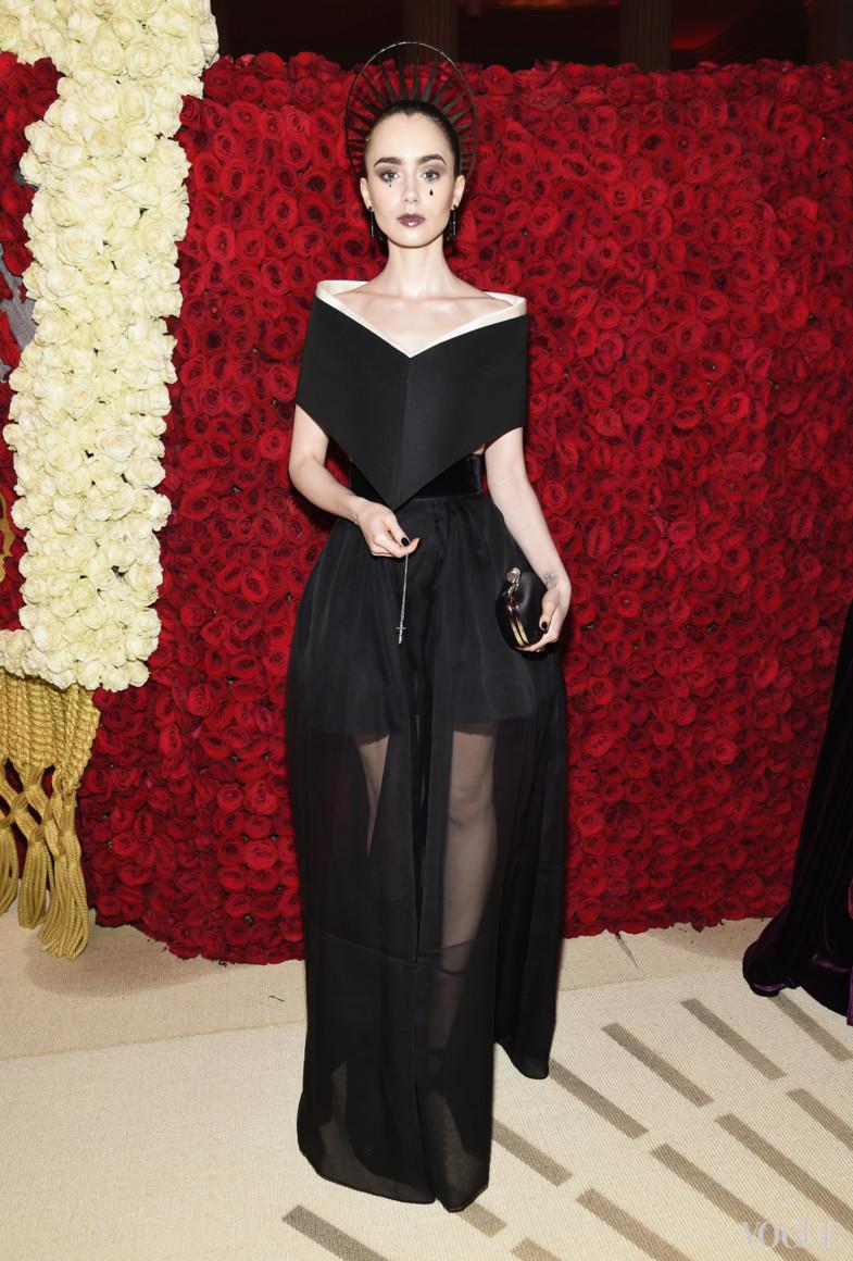 Лили Колинз в Givenchy