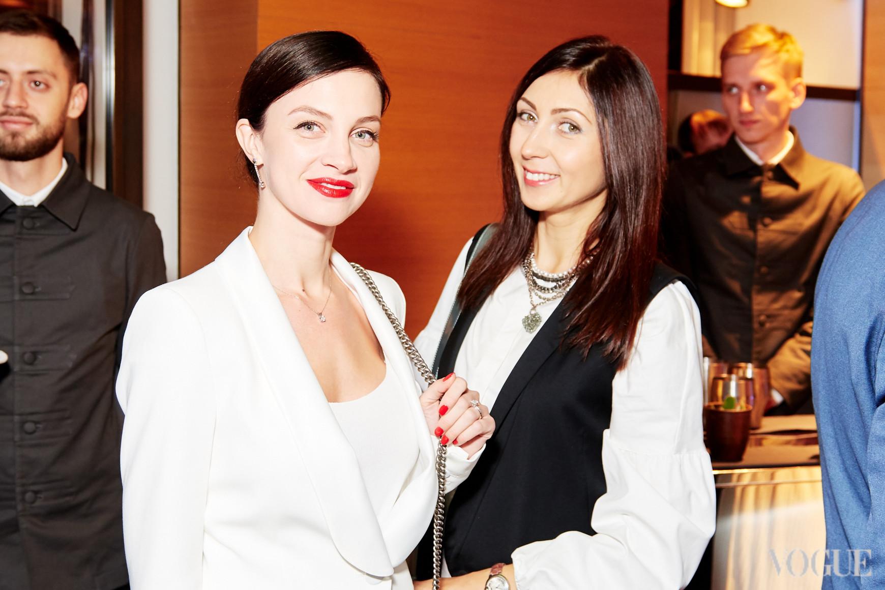 Диана Казакова (справа)