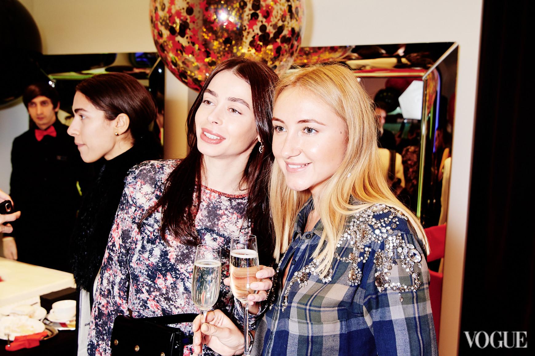 Анастасия Ершова (справа)
