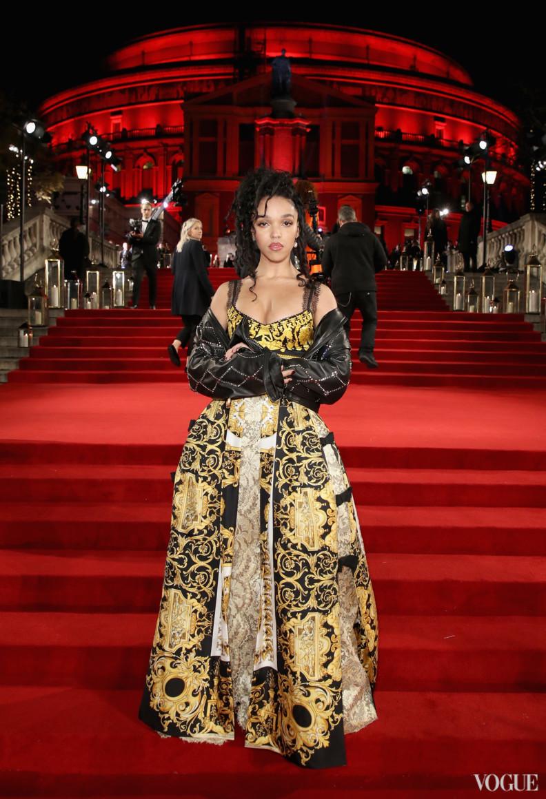 FKA Twigs в Versace