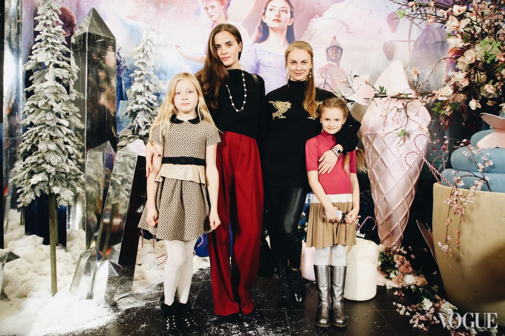 Євгенія Тимошенко і Юлія Криницька з доньками