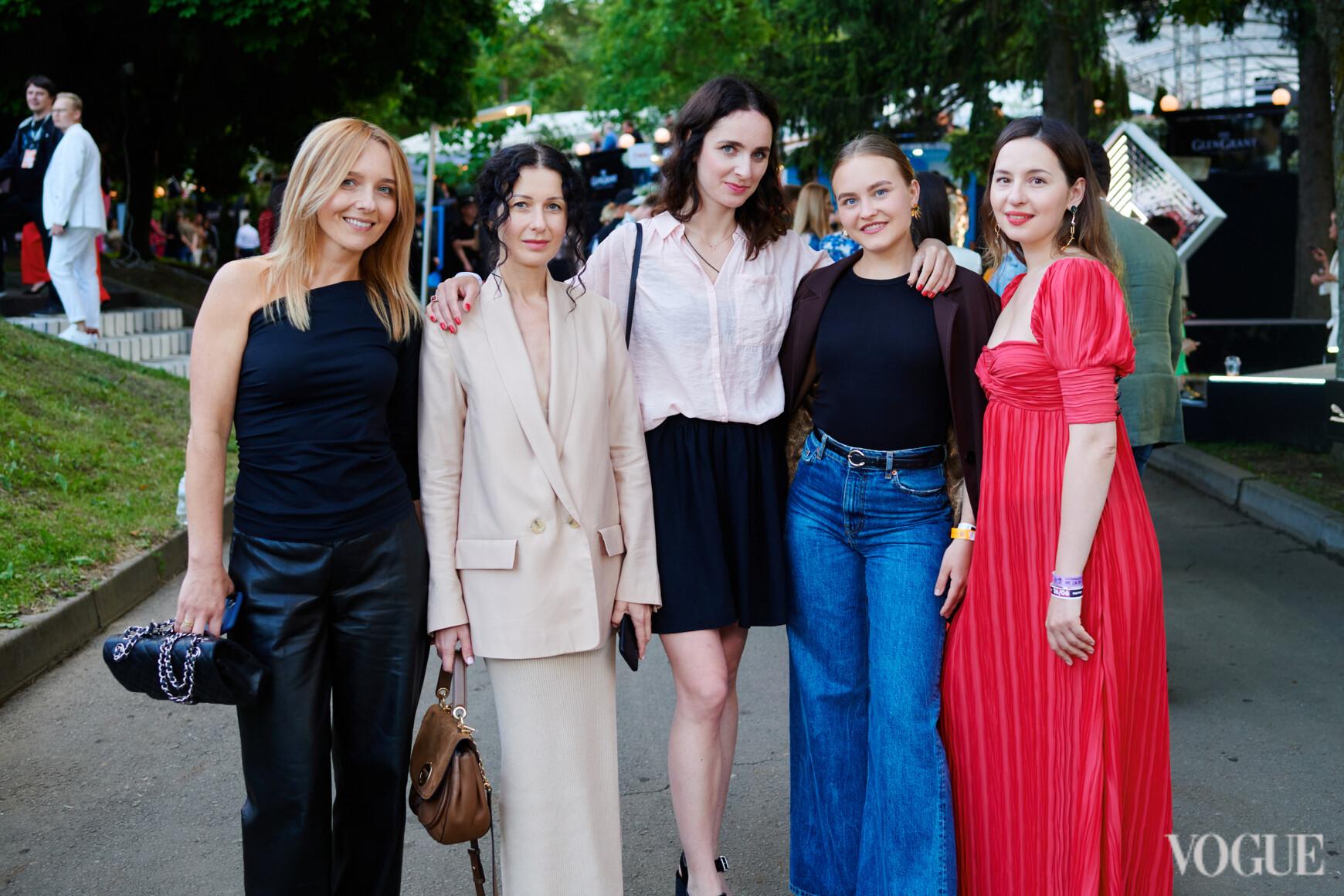 Наталья Бондарчук, Светлана Рощук, Ксения Шагова, Дарья Благовисна и Виолетта Федорова