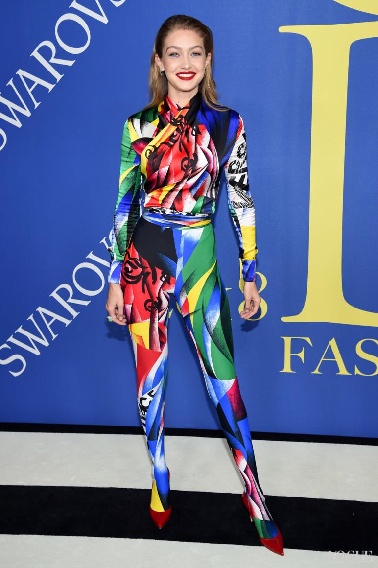 Джіджі Хадід в Versace