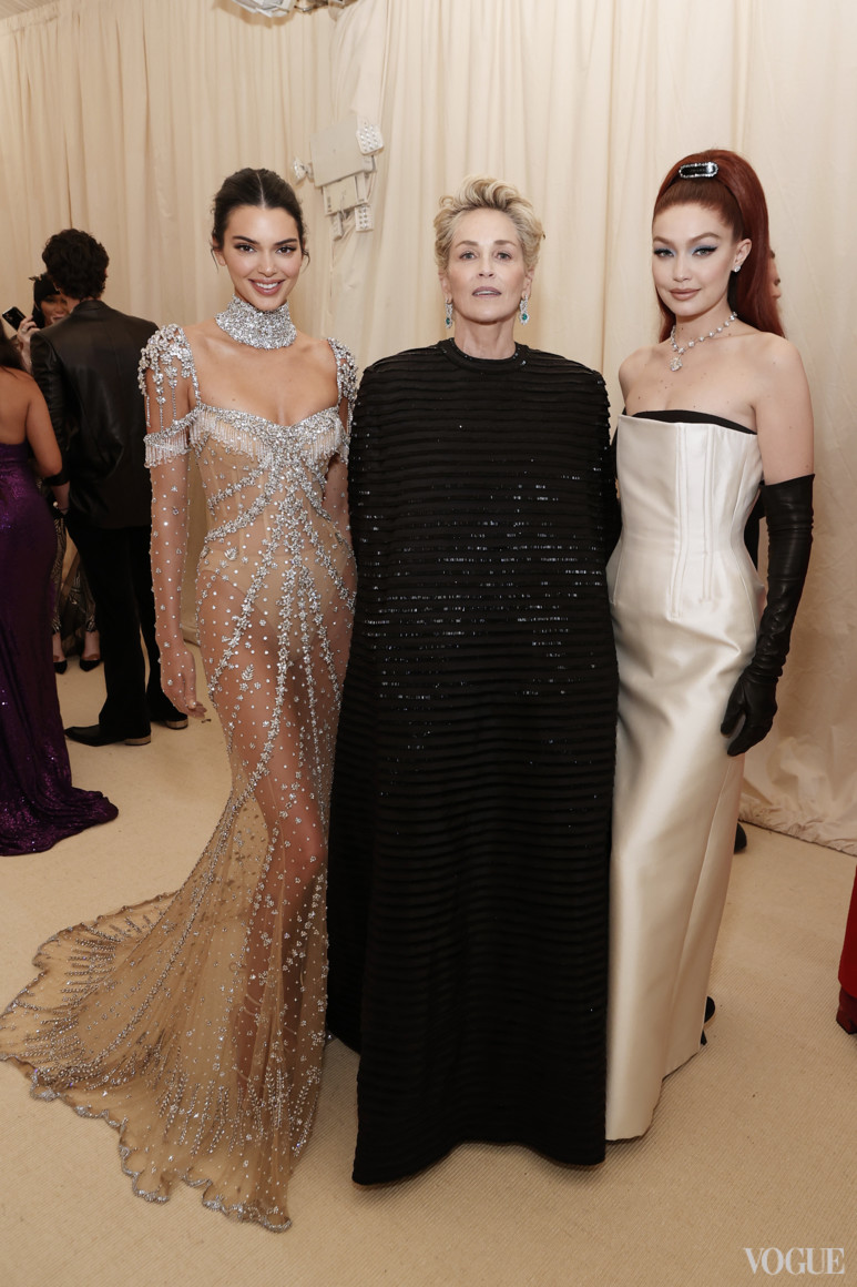 Кендалл Дженнер в Givenchy, Шарон Стоун в Thom Browne и Джиджи Хадид в Prada