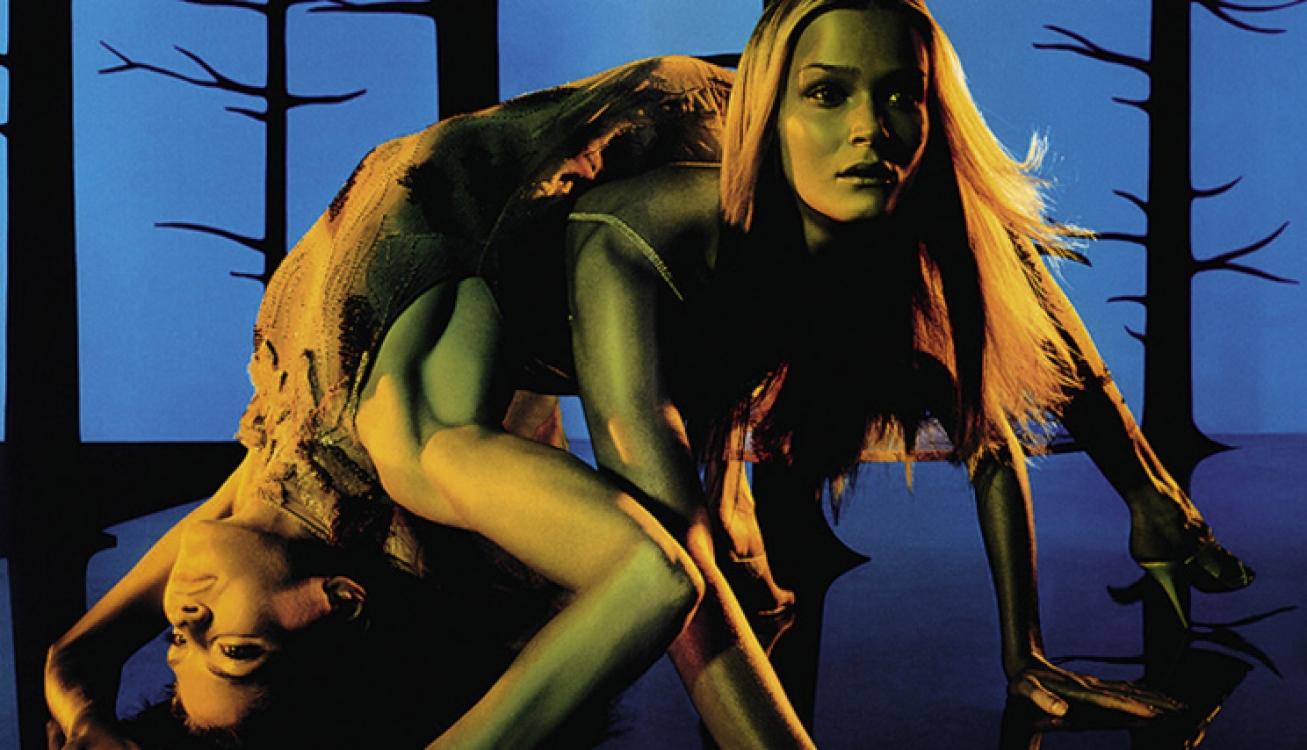 Кармен Касс и Фрэнки Райдер в рекламной кампании Versace, весна-лето – 1999. Фотограф: Стивен Мейзел