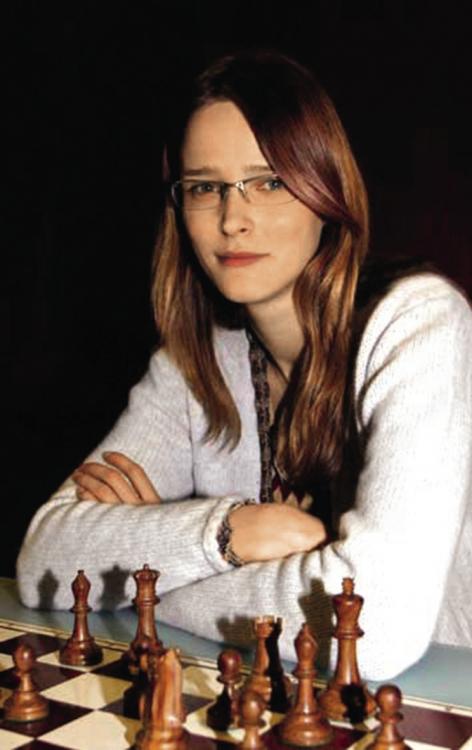 Кармен Касс за партией в шахматы