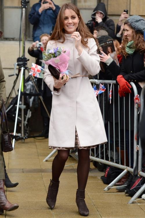 Пальто MaxMara: позже бренд назвал эту модель пальто в честь Кейт Миддлтон (ноябрь 2012 года)