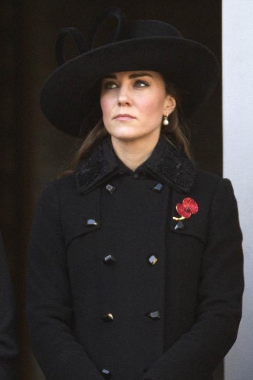 Кейт Миддлтон в траурном черном в День поминовения (ноябрь 2012 года)