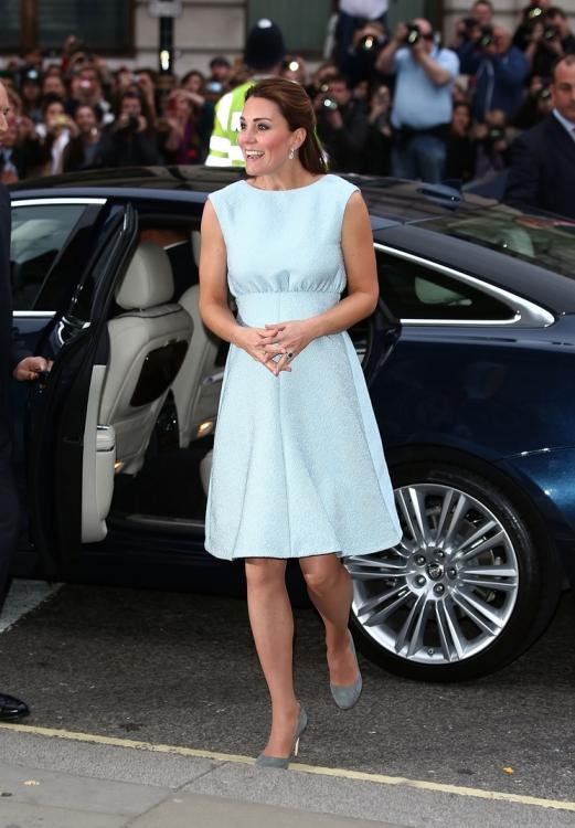 Платье Emilia Wickstead (апрель 2013 года)