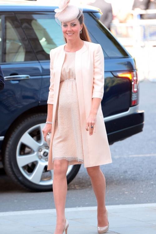 Кружевное платье Jenny Packham (июнь 2013 года)