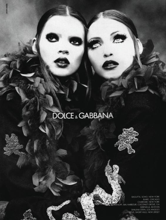 Надя Ауэрманн и Кейт Мосс в рекламной кампании Dolce & Gabbana, осень-зима – 1992. Фотограф: Стивен Мейзел