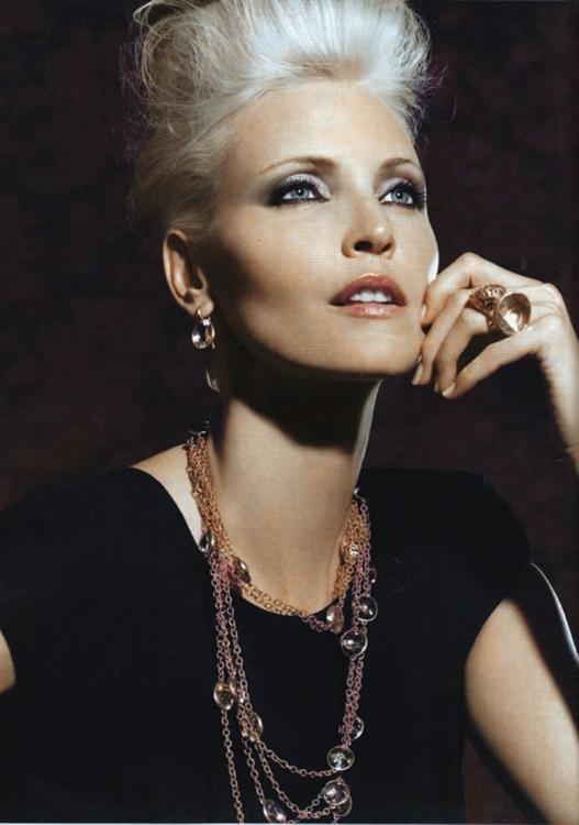 Надя Ауэрманн в рекламной кампании Pomellato, весна-лето – 2009. Фотограф: Мишель Комте