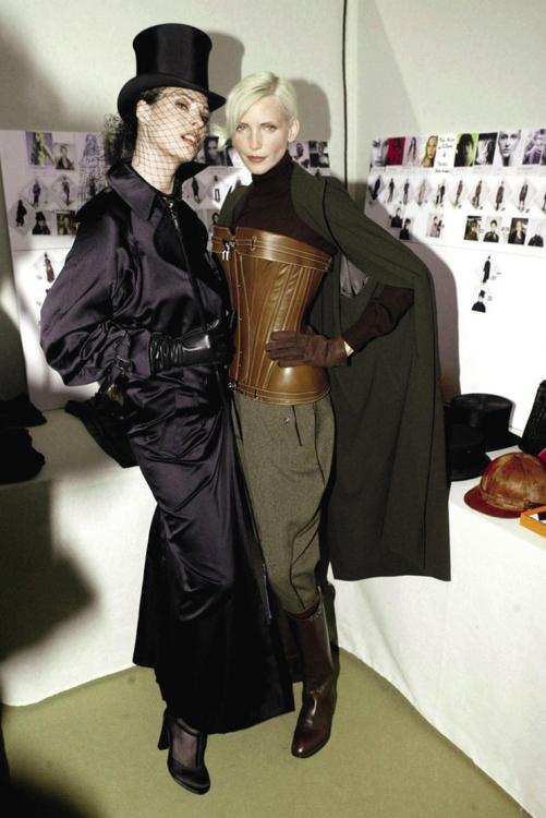 С Линдой Евангелистой за кулисами шоу Herm?s, осень-зима – 2004/2005