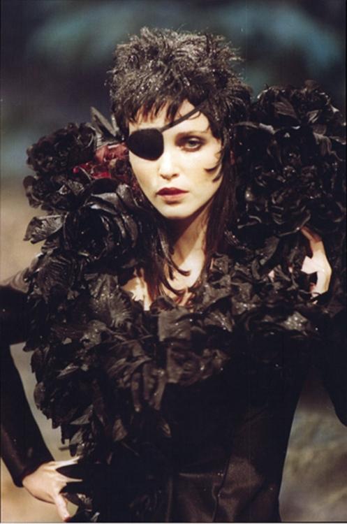 Givenchy Haute Couture, дизайнер – Джон Гальяно, осень-зима – 1996/1997