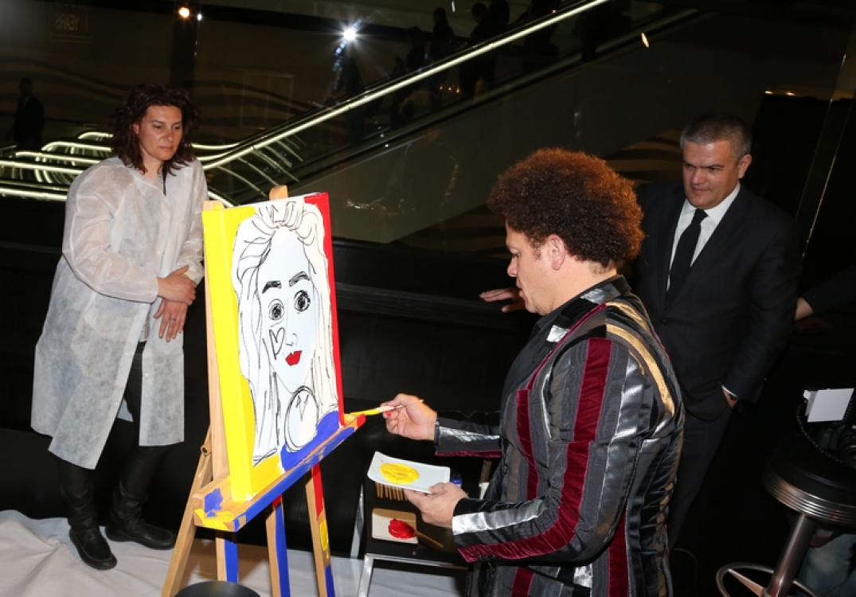 Перформанс Ромеро Бритто во время Baselworld 2015