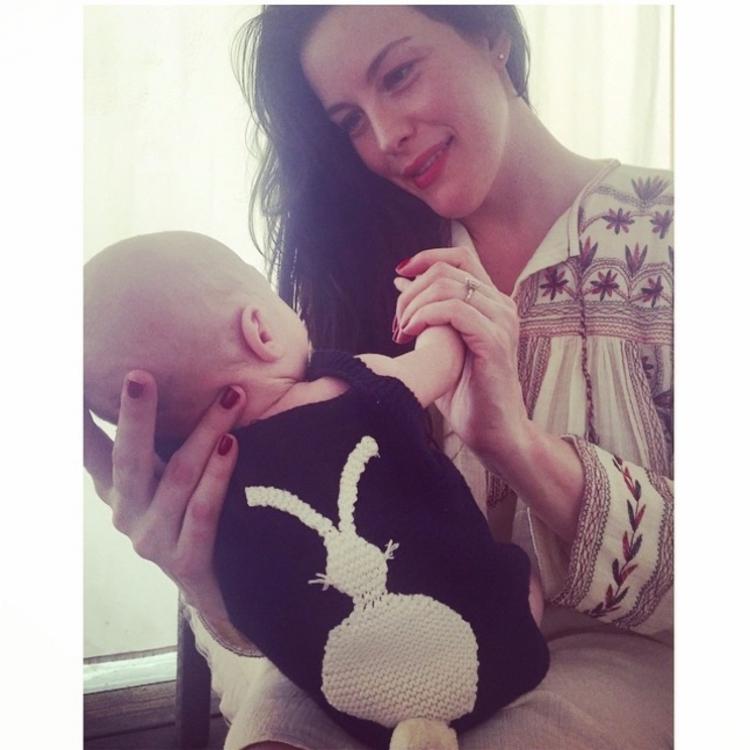 Лив Тайлор со своим двухмесячным сыном